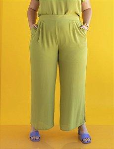 Calça Plus Size Pantalona Pregas e Fendas Julia Plus