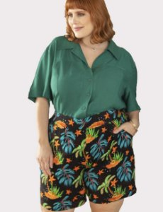 BERMUDA CURTA PLUS SIZE ESTAMPA TROPICAL JULIA PLUS