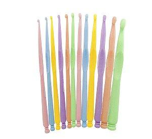 Kit com 12 agulhas de crochê plásticas Candy