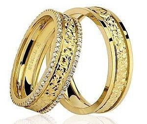 Par de Alianças anatômicas de Ouro Dourado 18K-750 trabalhado 11,50g com 112 Diamantes em 56pts