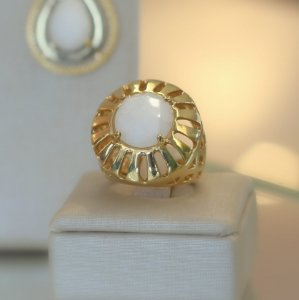 Anel Dourado com Pedra Natural Dolomita