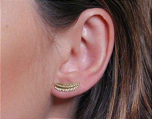 Ear cuff de folha banhado a ouro