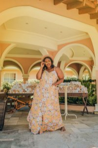Vestido Plus Size Longo Floral Mostarda
