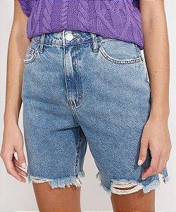 Bermuda jeans com barra destroyed cintura super alta azul médio