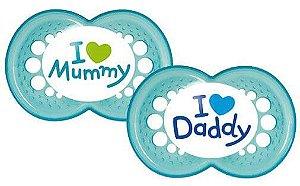 "Chupeta Ortodôntica Silk Touch ""I Love Mammy"" e ""I Love Daddy"" (02 unidades) 6+ Meses Menino - MAM"