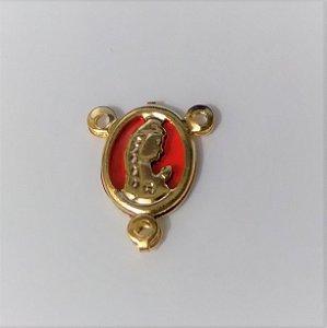 Pingente Metal Dourado Resinado Vermelho - Nossa Senhora de Fátima
