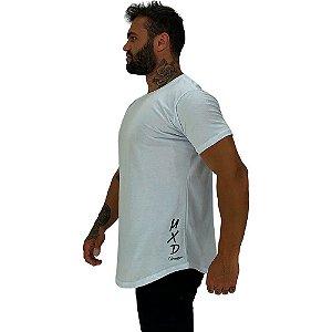 Camiseta Longline Masculina MXD Conceito Estampa Lateral Logo Vertical