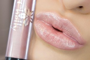 Gloss Chelly Makeup -Lust