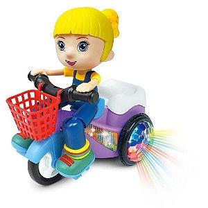 Paty No Triciclo Bate E Volta Com Som E Luz