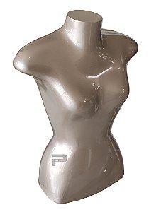 Meio corpo feminino