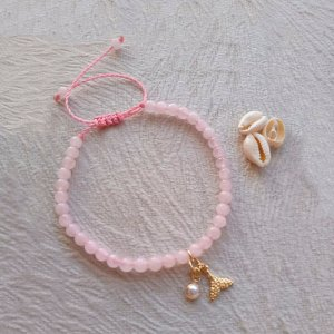 Pulseira Quartzo Rosa 4mm Pingentes cauda de sereia e pérola folheadas a ouro
