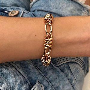 pulseira dourada de corrente e elos