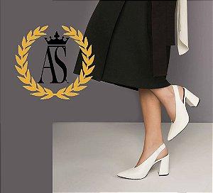 Scarpin Chanel Salto Bloco V Neck Areia Off-White