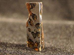 Meteorito Brahin em Bloco com Crosta e Raras Olivinas Arredondadas (Qualidade Excepcional)