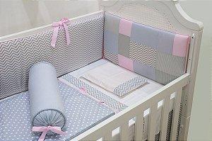 Kit Berço - Cabeceira chevron patchwork rosa e cinza