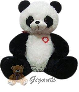 Urso gigante - Urso panda com um lindo coração vermelho em seu peito.