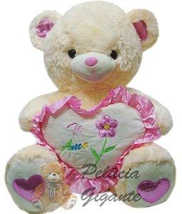 Urso grande com um lindo coração.