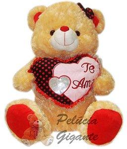 Urso Apaixonado com um lindo coração