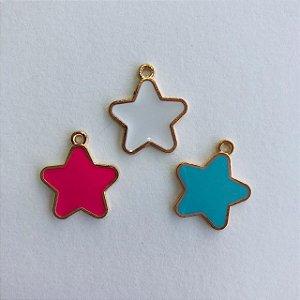 Kit c/ 03 pingentes em metal dourado- estrelas