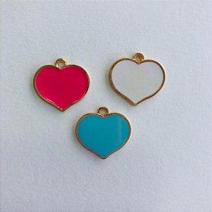 Kit c/ 03 pingentes em metal dourado- corações