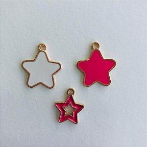 Kit c/ 03 pingentes em metal dourado- estrelas + estrela vazada
