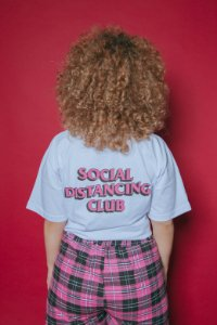 Camiseta Social Distancing Club (branco)
