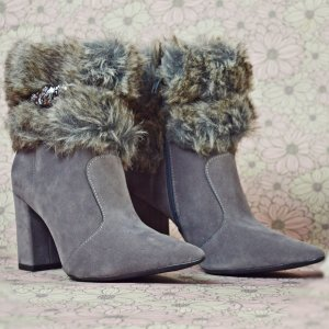 Bota Ankle boot de bico fino com pelugem – Stella Zac