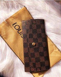 Carteira Louis Vuitton Damier Ebene c/ botão (couro sintético)