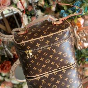 Necessarie Louis Vuitton Monogram