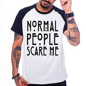 Camiseta Raglan American Horror Story - Normal People Scare Me