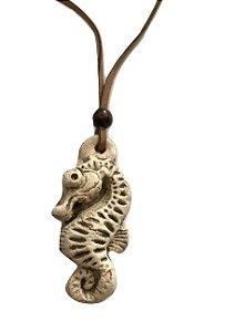 Colar Aromatizador Pessoal de Cerâmica Cavalo Marinho 1un