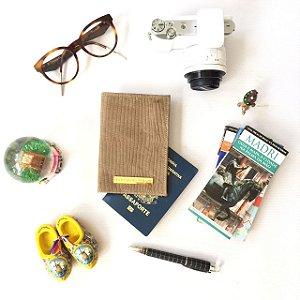 Capa para passaporte em couro natural oliva