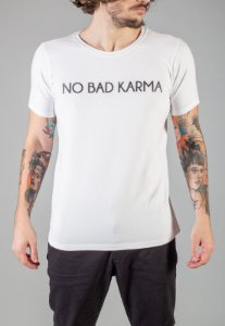 Camiseta Red Feather Big Lettering No Karma