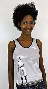camiseta Regata Garoto Empinando Pipa