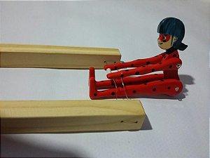 Brinquedo de Madeira Trapezista Mané Gostoso Miraculous