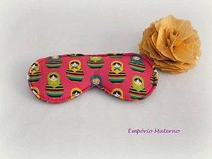 Máscara relaxante para os olhos - matrioskas com fundo rosa