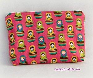 Necessaire personalizada - matrioskas com fundo rosa