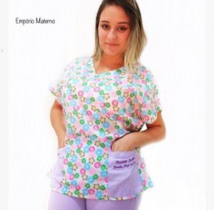 Pijama Cirúrgico - Gola V - Manga Japonesa Blusa Estampada Flores 01 - Cor da calça opcional