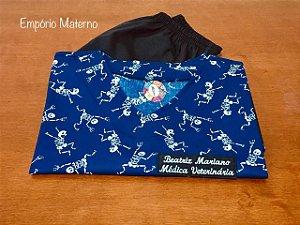 Pijama Cirúrgico - Gola V - Manga Japonesa Blusa Estampada Esqueletos 02 - Cor da calça opcional