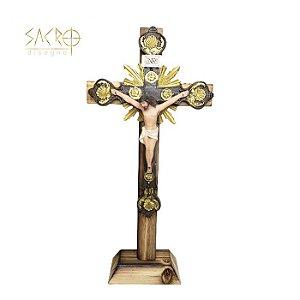 Crucifixo de Mesa Madeira e Resina 25cm importado