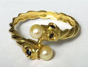 Anel Oriente de Pérolas - Joia de Ouro 18 quilates e Safiras