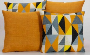 Kit com 4 Capas Para Almofadas Decorativas Estampa Geométrico Colorido com Laranja