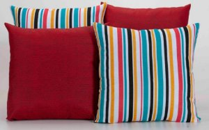 Kit com 4 Almofadas Decorativas Estampa Vermelho com Listrado Colorido