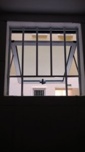 Janela Maxim-Ar de 01 folha com grade da Linha Gold