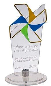 Troféu personalizado com aplicação acrílico sobreposto