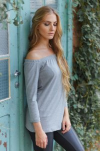 blusa ombro a ombro básica de malha cinza Coleteria