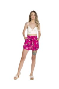 Shorts rebel com amarração viscoflair estampa floral fundo rosa