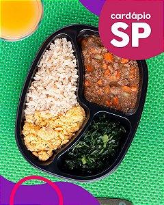 SP | AC - Picadinho com legumes, arroz integral, couve e farofa de banana