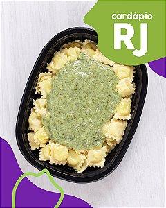 RJ | AC - Raviolli de mussarela com molho de espinafre