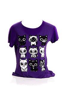 T-Shirt Femme Infantil Bad Rose roxa com detalhes brancos, pretos e veludo.